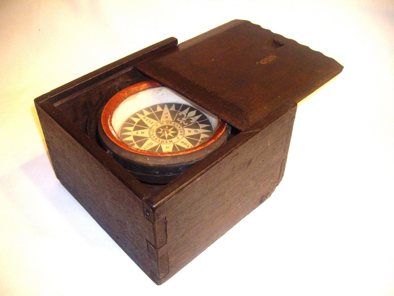 17TH CENTURY DUTCH DRY COMPASS