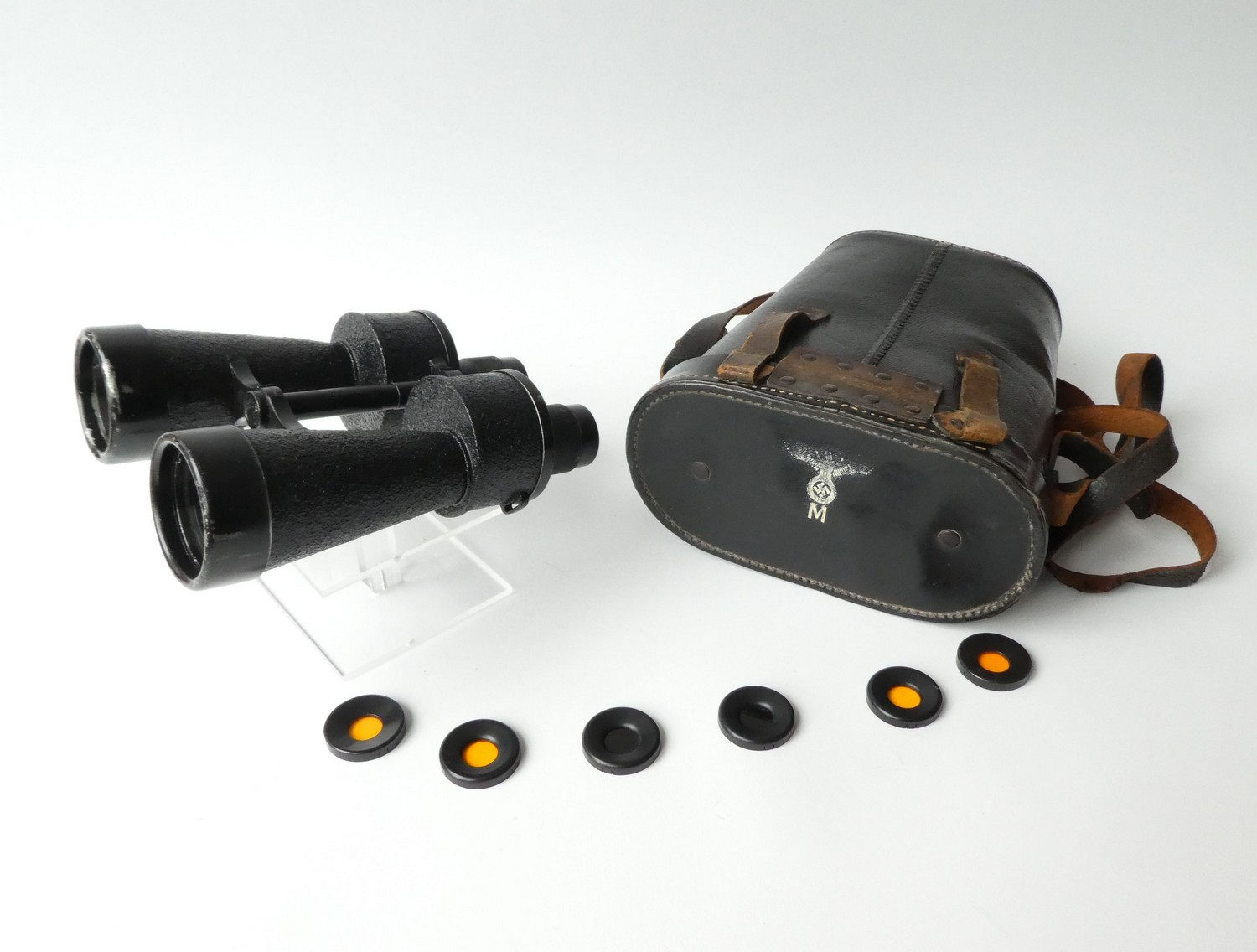 WW 2. KRIEGSMARINE BINOCULARS IN LEATHER CASE