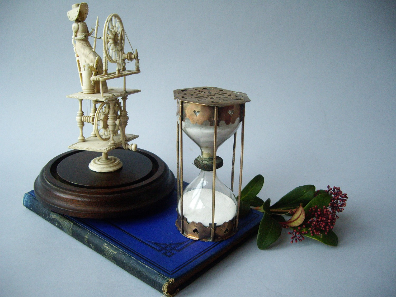 17TH CENTURY FRANCE HOURGLASS IN BRASS SETTING