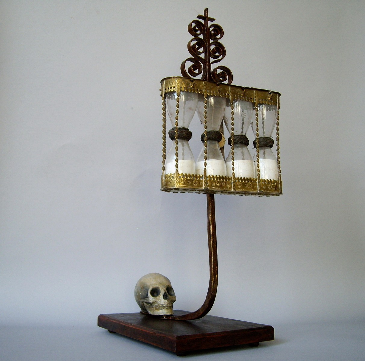 17TH CENTURY FOUR - BULP HOURGLASSES