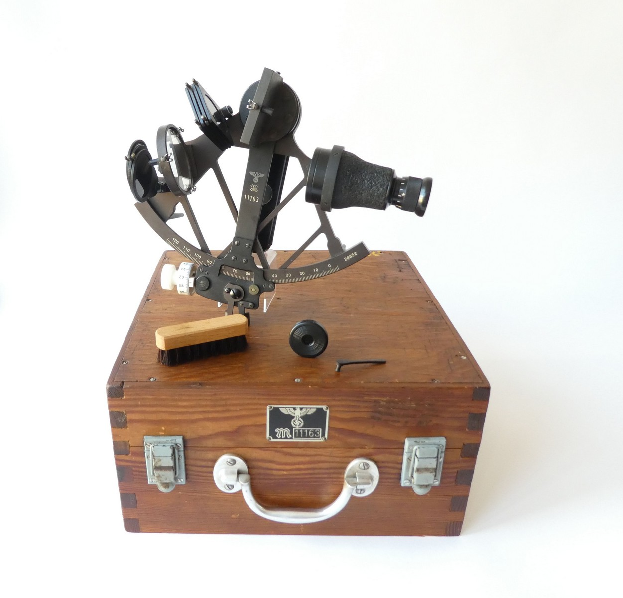 KRIEGSMARINE SEXTANT BY PLATH HAMBURG 1943/45