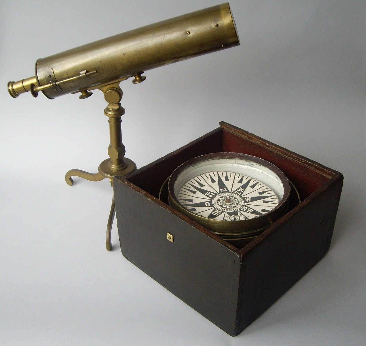 DUTCH DRY COMPASS IN CHEST 19TH CENTURY