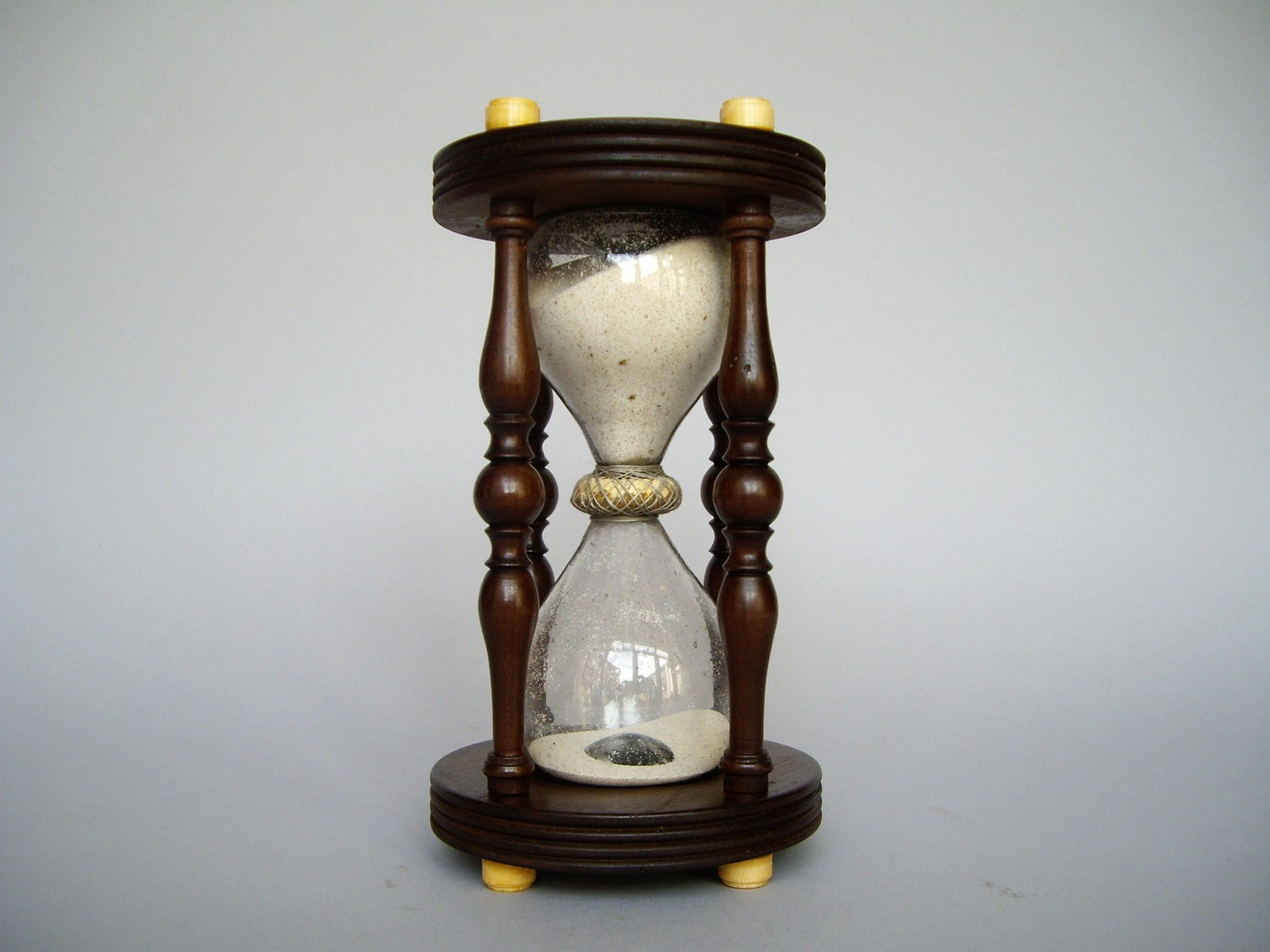 ANTIQUE 18TH CENTURY HOURGLASS