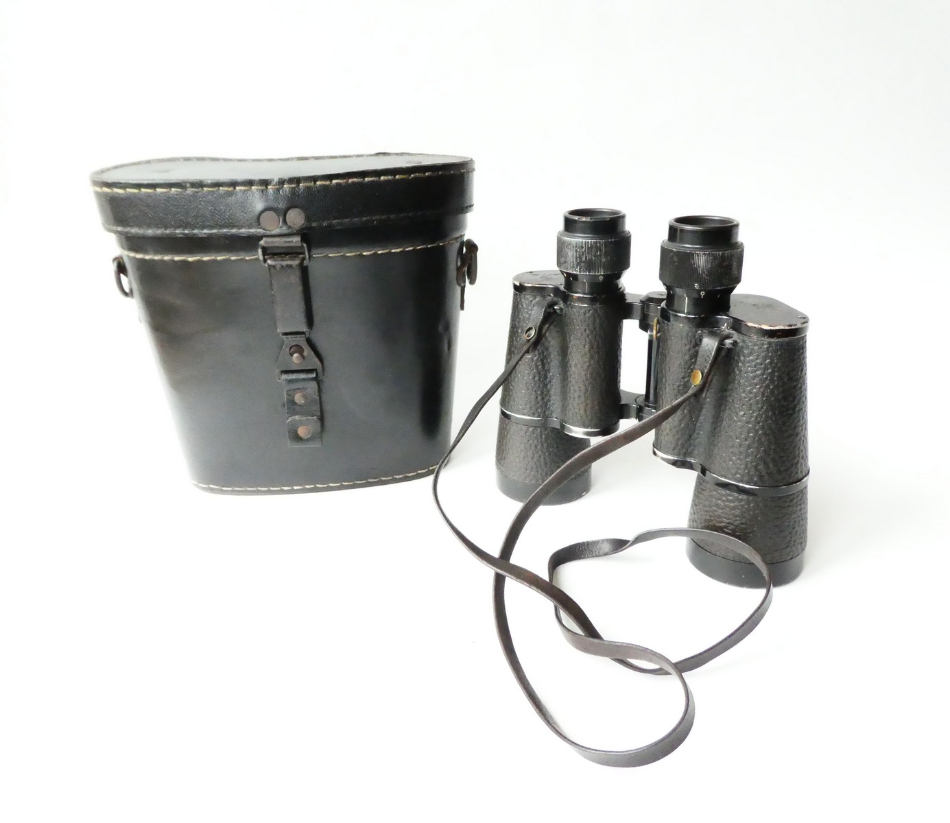 WW 2. KRIEGSMARINE BINOCULAR BY CARL ZEISS IN LEATHER CASE