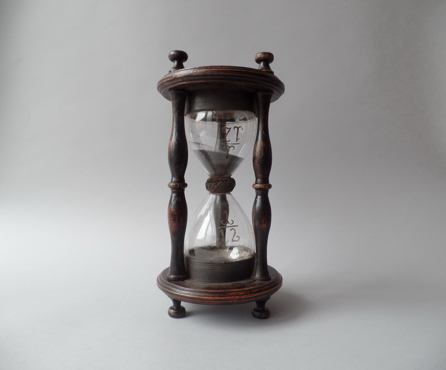 18TH CENTURY OAK SANDGLASS