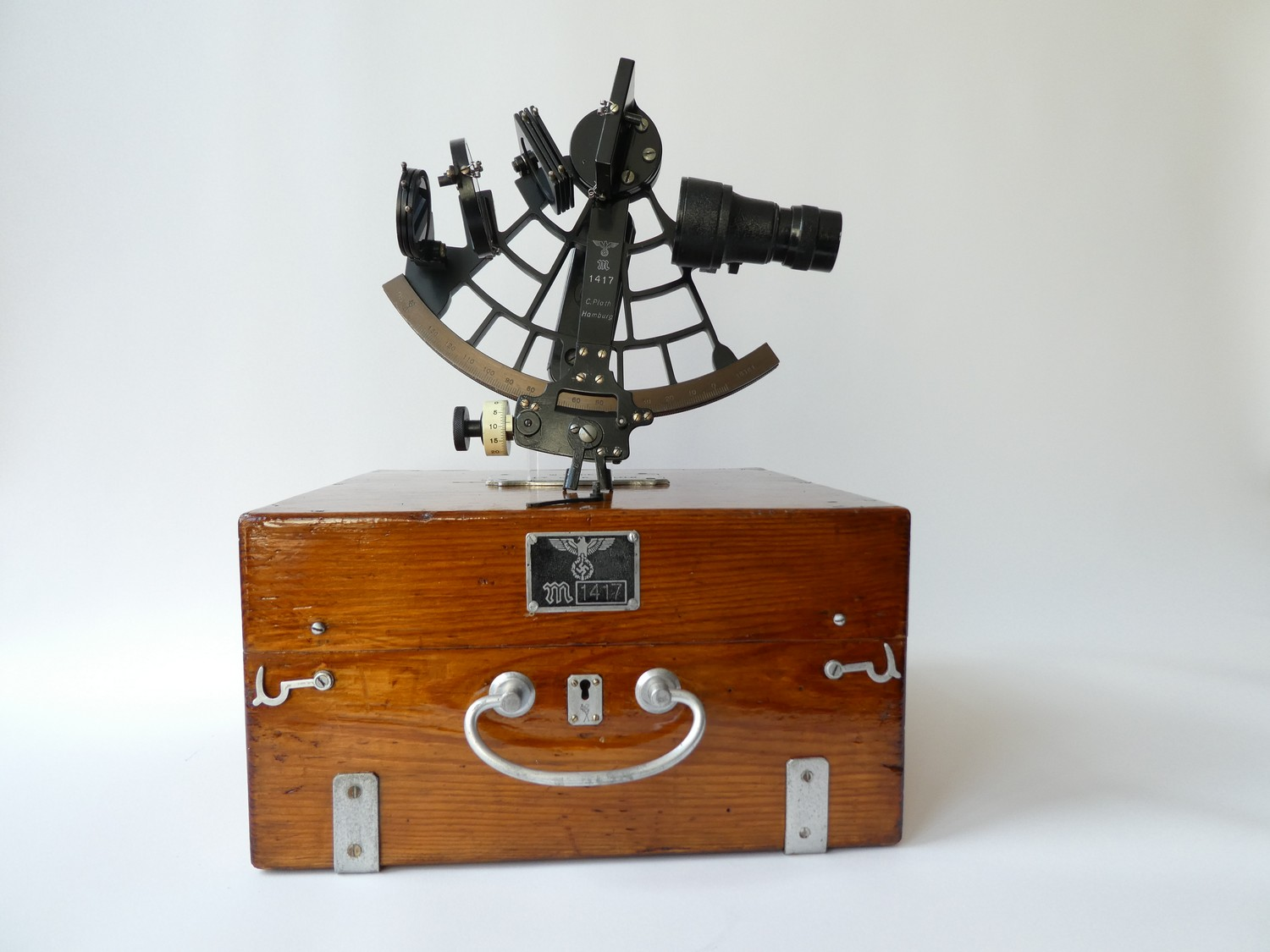 KRIEGSMARINE SEXTANT BY PLATH HAMBURG 1940